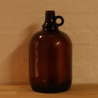 one gallon flaske,one gallon dunk,glasflaske,glasdunk,farvet glas,brunt glas,glasflaske,loppefund,loppeshop